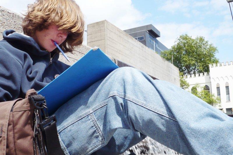 這堂課不僅要學習課綱中五花八門的概念,還要擔心考試成績,此時哲學的魔力立刻就減弱消失...(示意圖/Universiteitskrant Univers@flickr)