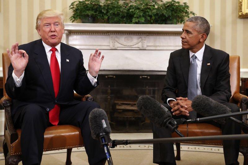 美國總統當選人川普(左)稱現任總統歐巴馬(右)是個好人(美聯社)