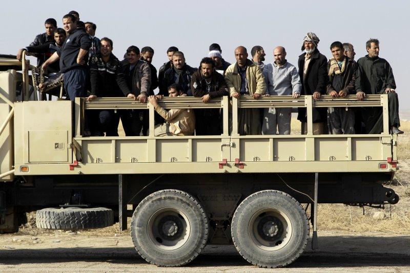 伊拉克軍隊繼續朝摩蘇爾挺進,大批居民逃離市區(美聯社)