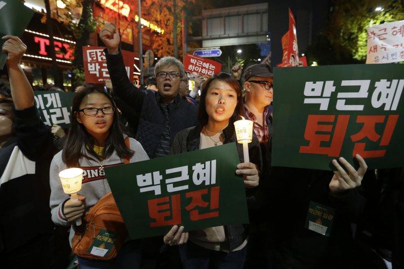 南韓首爾85萬人走上街頭要求朴槿惠總統下台(AP)