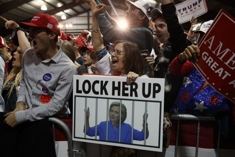 美國準總統川普的支持者希望他把競選對手、民主黨總統候選人希拉蕊送進大牢(美聯社)