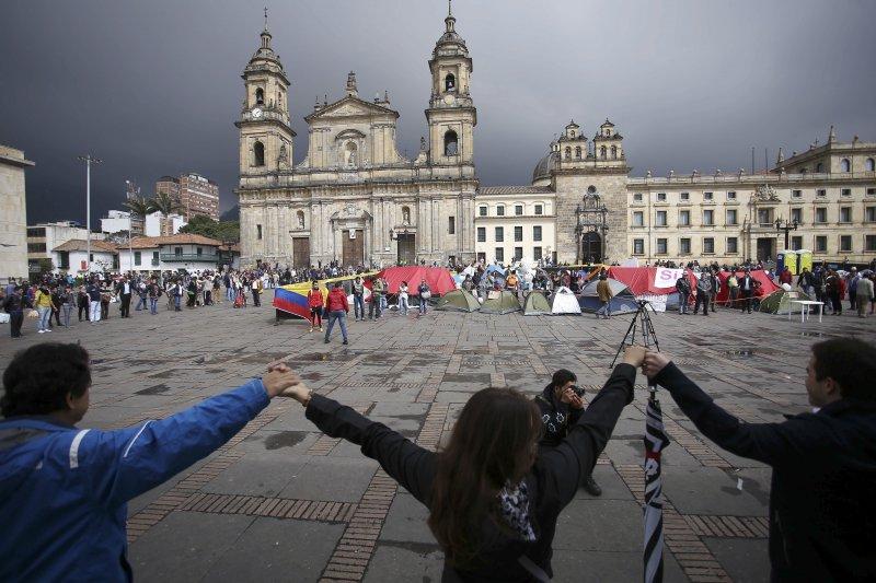 內戰52年之後,哥倫比亞人民祈求和平(AP)