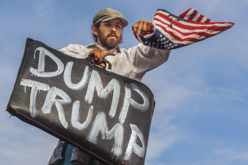 美國加州第一大城洛杉磯的反川普示威活動(美聯社)