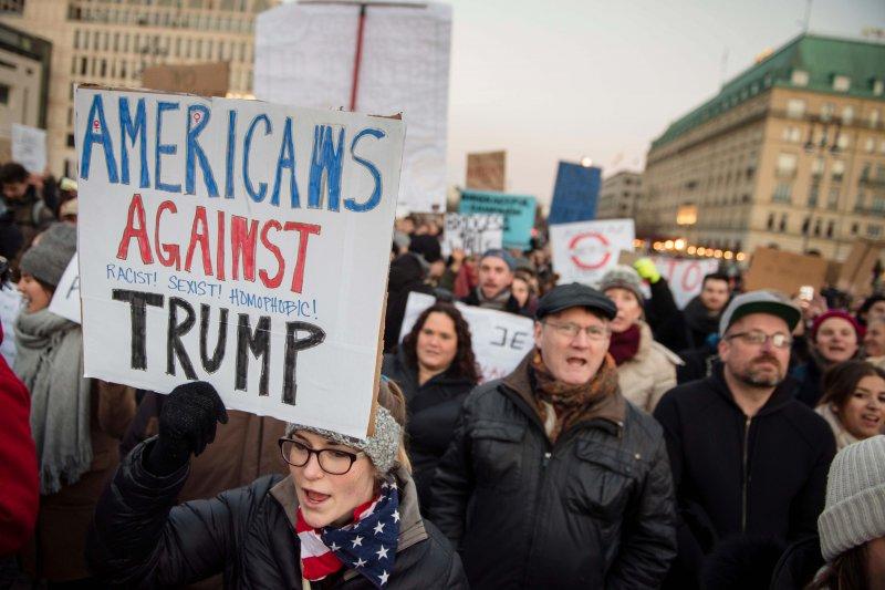 美國總統當選人川普,連在歐洲都引發抗議。(美聯社)