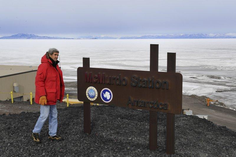 美國國務卿凱瑞(John Kerry)11日登上南極大陸,成為到訪該區的美國最高階官員。(美聯社)