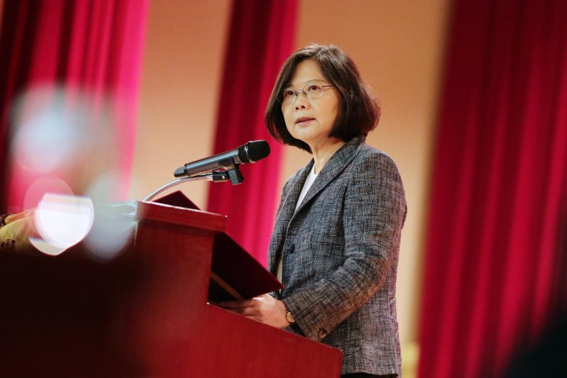 總統蔡英文14日早上出席「國際婦女理事會執行委員會會議」。(總統府提供)
