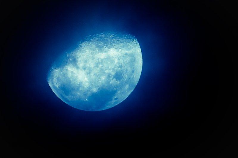 想拍出美麗的月亮,手機也做得到!(圖/dinobike [ßeta]@flickr)