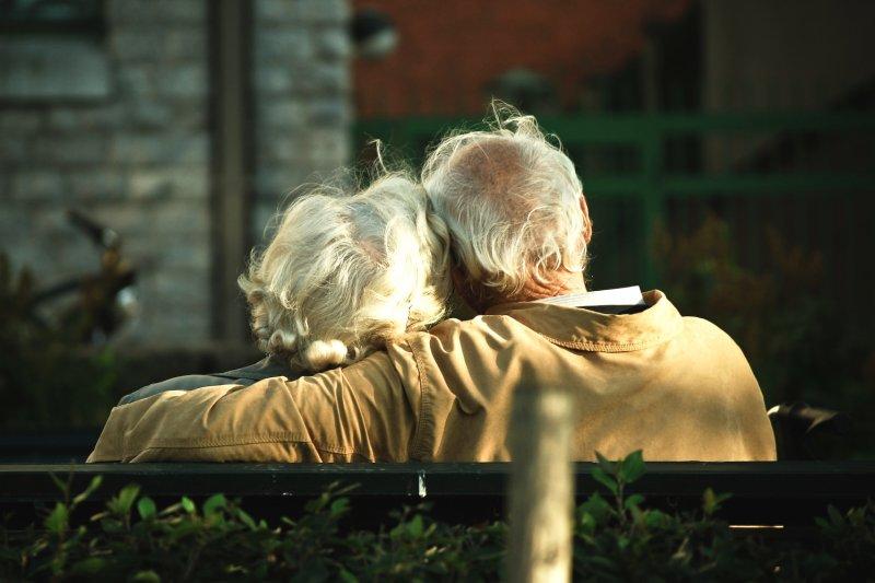 一段愛情走了五、六十年,激情退卻後留下的是什麼?(圖/Candida.Performa@flickr)