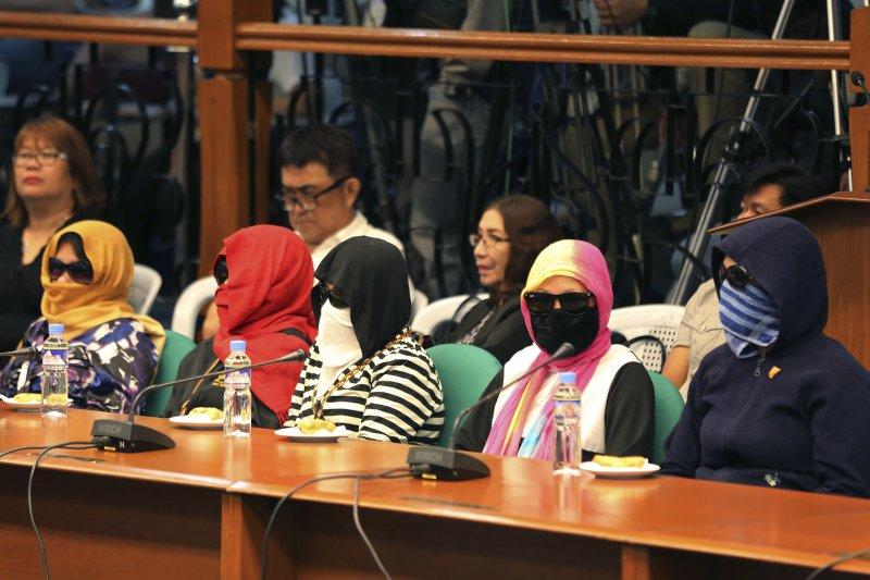 菲律賓參議院針對杜特蒂的掃毒政策啟動調查,請多位被害人遺孀出席作證(AP))