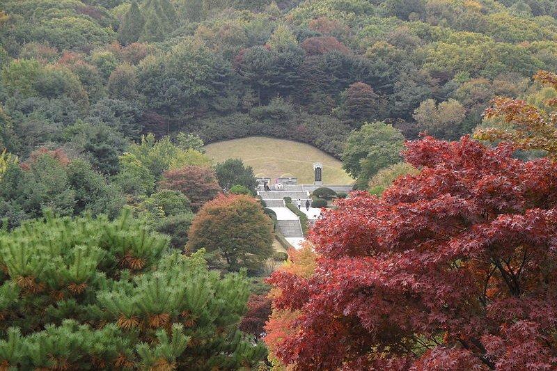 首爾國立顯忠院內的朴正熙墓。(wikipedia/public domain)