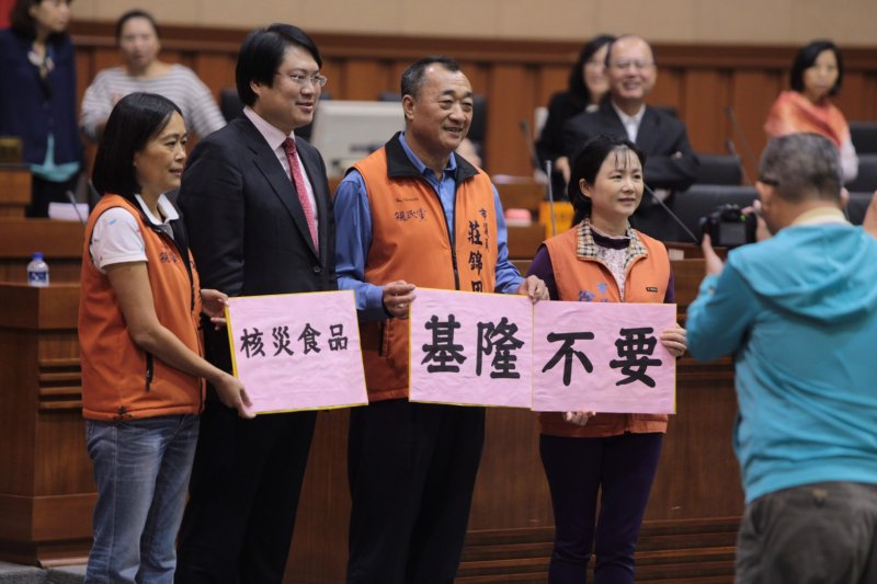 基隆市長林右昌市議會備詢,表態反對日本核災食品解禁。(基隆市政府提供)