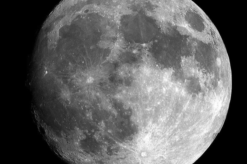 今天晚上的滿月,將是自1948年到2034年的85年間,地球與月球最接近的一次「超級滿月」。(圖/dunc@pixabay)