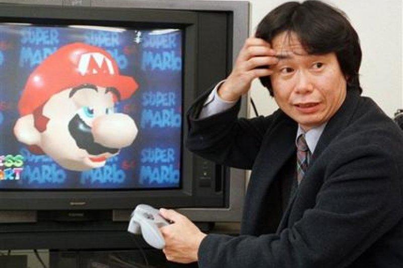 經典電玩角色瑪利歐與「瑪利歐之父」宮本茂(AP )