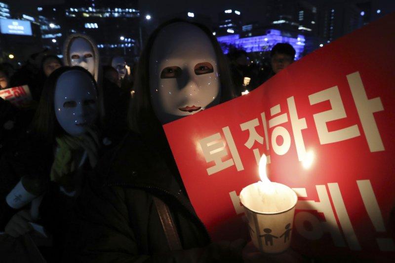 百萬南韓民眾走上街頭要求朴槿惠下台。(美聯社)