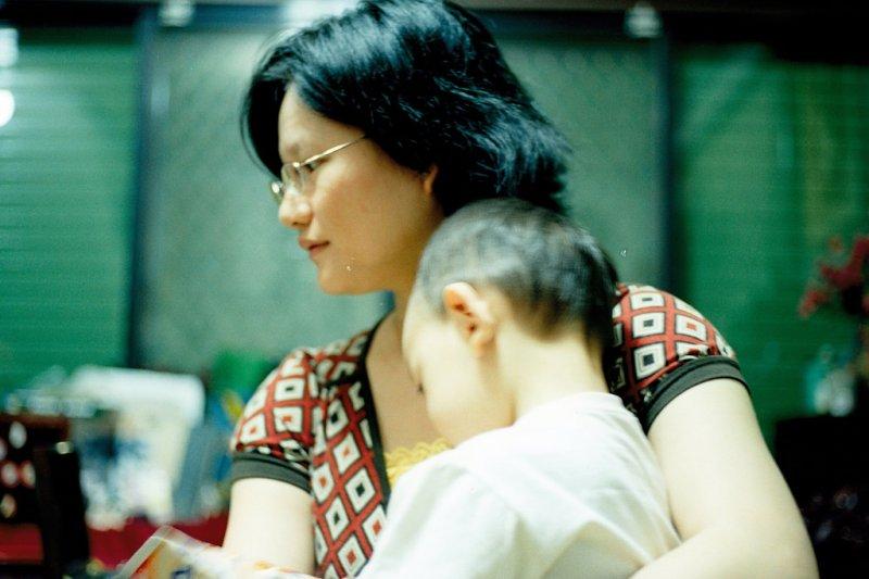 陳昭如以自身經驗為例,強調當年育兒時的所培養的時間掌控能力及包容力,讓她後來回到職場時更懂得有效利用時間,工作速度也比一般人快。圖為育嬰示意圖。(slayer@flickr)