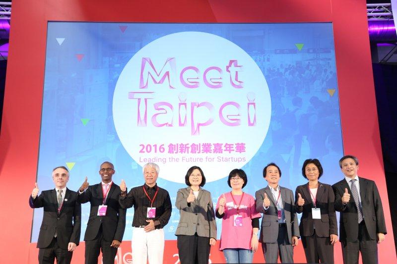 總統蔡英文出席創新創業展,承諾政府將提供年輕人好的創業環境。(Meet Taipei)