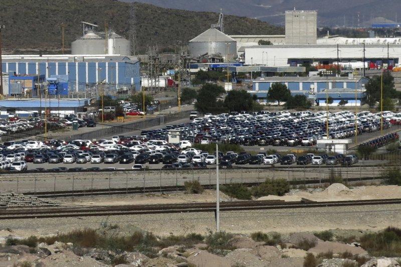 福斯汽車位於德國的工廠已因缺芯而完全停產,該公司本周又宣布墨西哥的工廠也會停產。(資料照:美聯社)