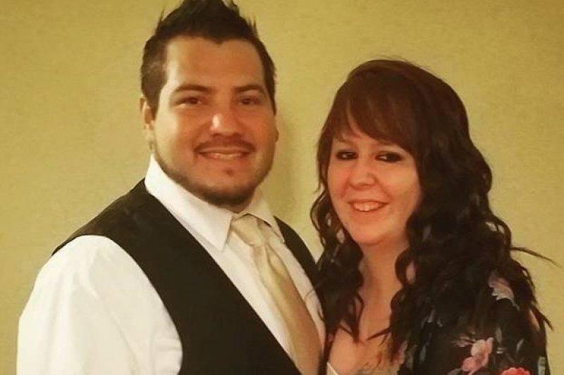26歲的龐斯蘭得沃德(Aaron Lee Ponce Landaverde, 圖左)與他的新婚妻子。(取自Aaron Lee Ponce Landaverde臉書)