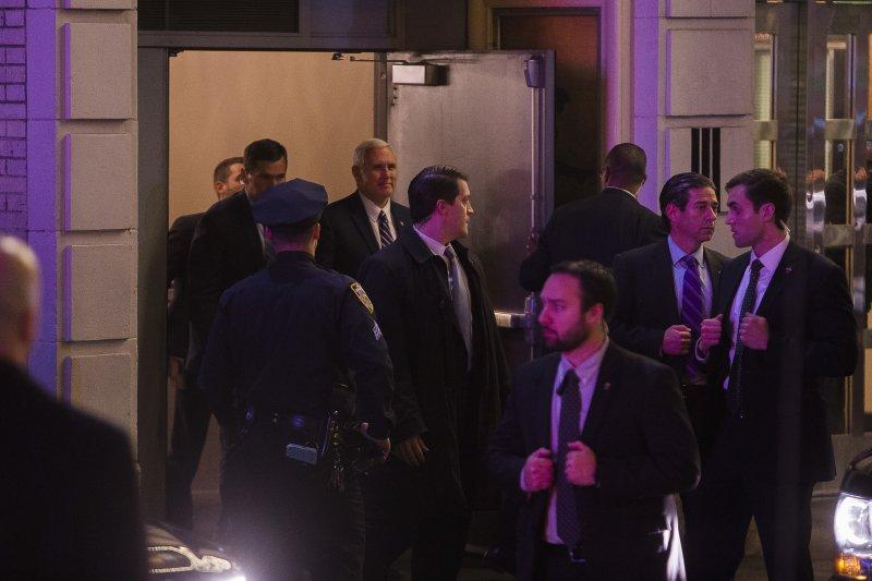 美國準副總統彭斯觀賞百老匯音樂劇《漢米爾頓》被觀眾噓爆(美聯社)