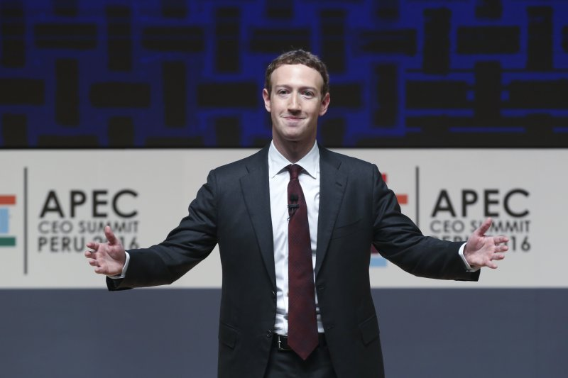 想要估算網路的生產力,是非常困難的一件事。但短短二十年前──可能還不到──我們沒有Google,沒有網路瀏覽器,沒有部落格,沒有臉書,沒有推特等等重大發明,而今天,數以百萬計的人都在使用它們。臉書創辦人祖克柏。(資料照,AP)