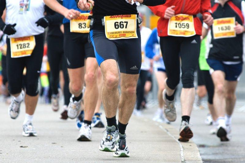 請不要認為「已經中年了,就算跑步也瘦不下來」而放棄運動!(圖/hbieser@pixabay)
