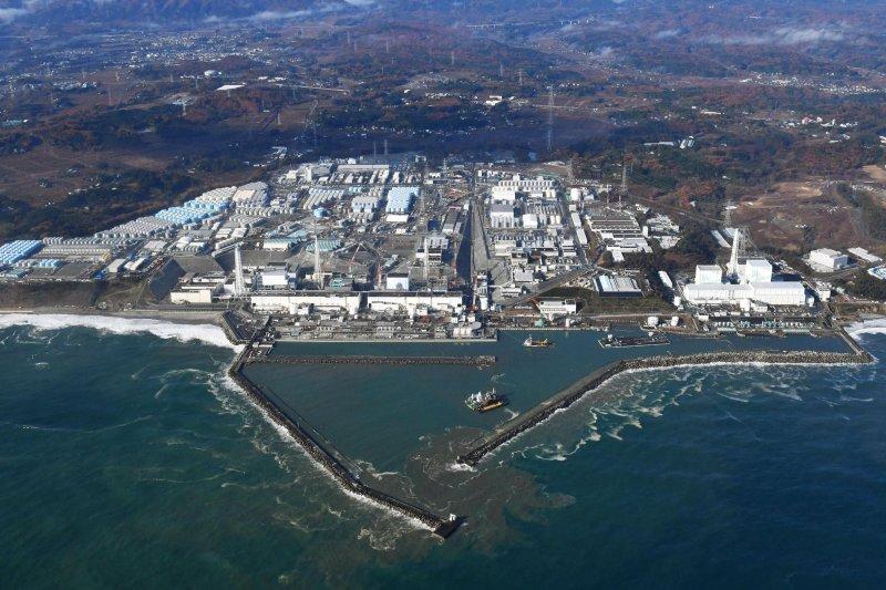 福島外海今晨規模7.4強震,在福島第一核電站附近引發約1公尺的小規模海嘯。(美聯社)