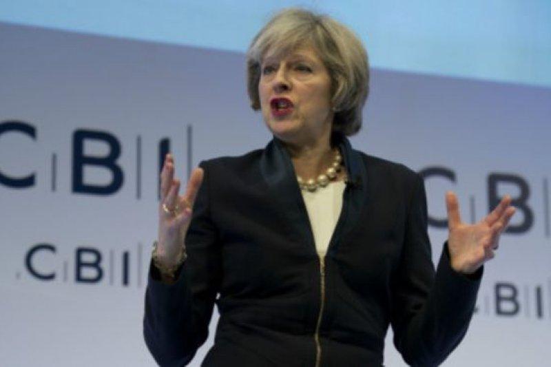 英國首相梅伊(21日)在英國工業聯合會年會上發表演講。(圖取自BBC中文網)