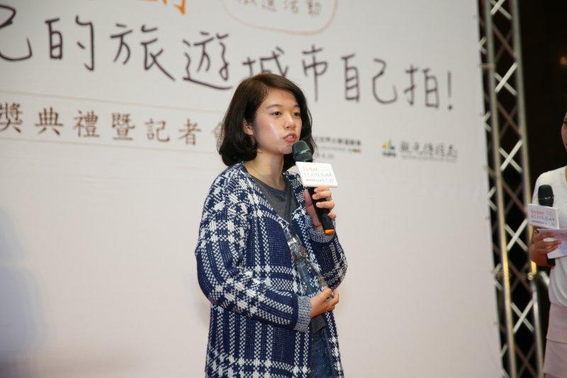 影片類第一名的林香齡於台上分享創作歷程。(取自台北市政府官網)