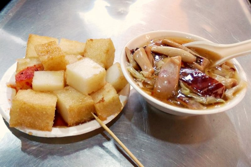 一碗只要40元的生炒魷魚,料多到要滿出來啦!(圖/黃靖雯@facebook)