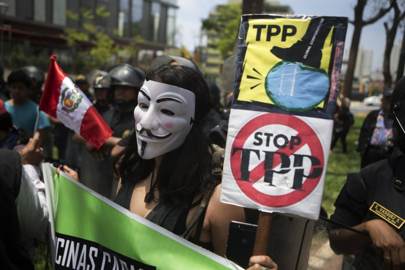 2016年亞太經合會(APEC)在秘魯舉行,當地反對跨太平洋夥伴協定(TPP)的示威人士上街頭抗議(AP)