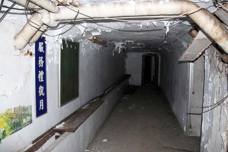 台北民防坑道內部。(圖/前衛出版提供)