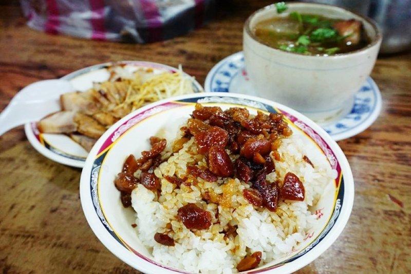 北投市場二樓這間,曾被商業周刊譽為全台灣最好吃的滷肉飯,看了都流口水啦(圖/ 跳躍的宅男花蓮美食部落格@facebook)
