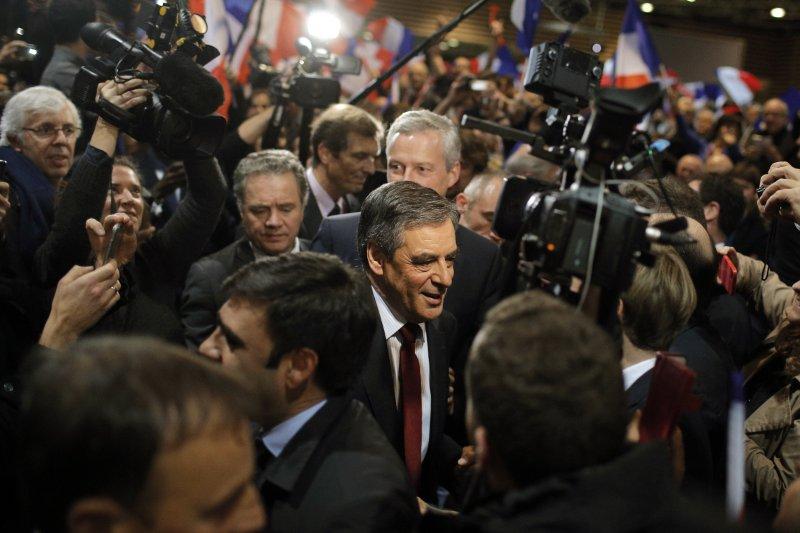 法國恐怖攻擊頻傳,人心惶惶,而費雍反移民、反穆斯林吸引不少選民。(美聯社)