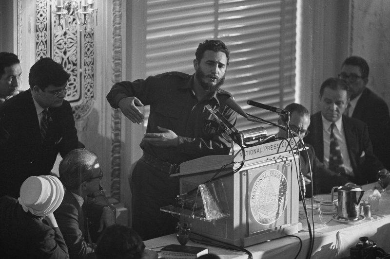 1959年4月20日,菲德爾・卡斯楚在美國華府「全國記者俱樂部」發表演說(AP)