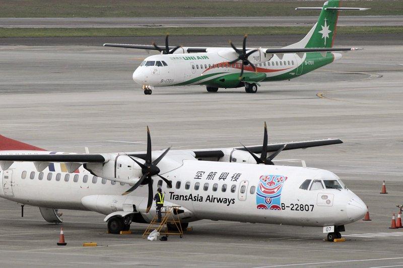 2009年8月,台灣赴南韓參加管樂節的學生疑似感染H1N1流感,當時政府以2架復興航空班機,讓台灣師生搭包機返台。示意圖,與新聞個案無關。(資料照,美聯社)