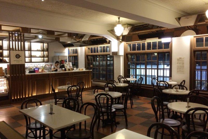 林百貨4樓的餐廳(Wpcpey@Wikipedia / CC BY-SA 4.0)