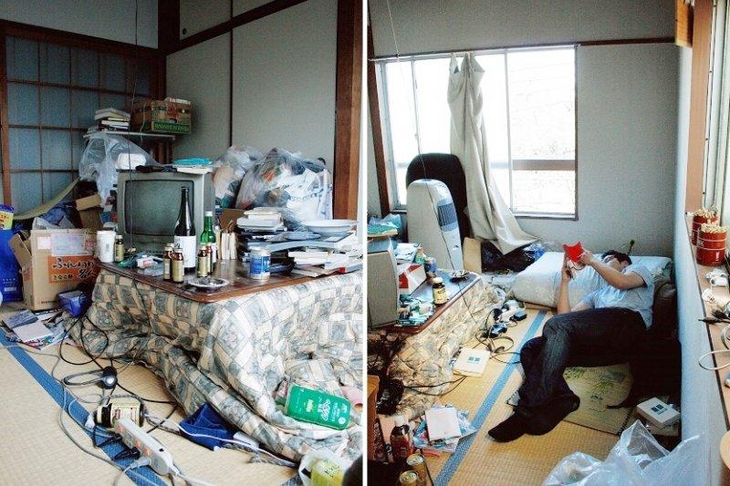 還算寬敞的小房間內堆滿物品。(圖/時報出版提供)
