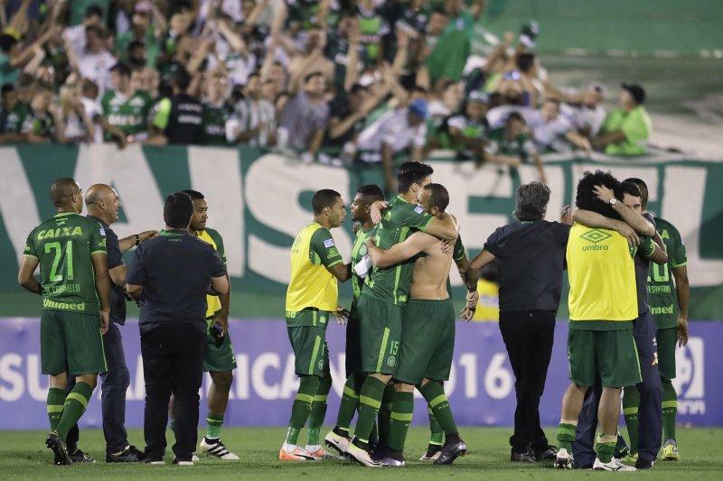 載有巴西查比高恩斯皇家足球隊員的飛機驚傳在哥倫比亞墜機。(美聯社)