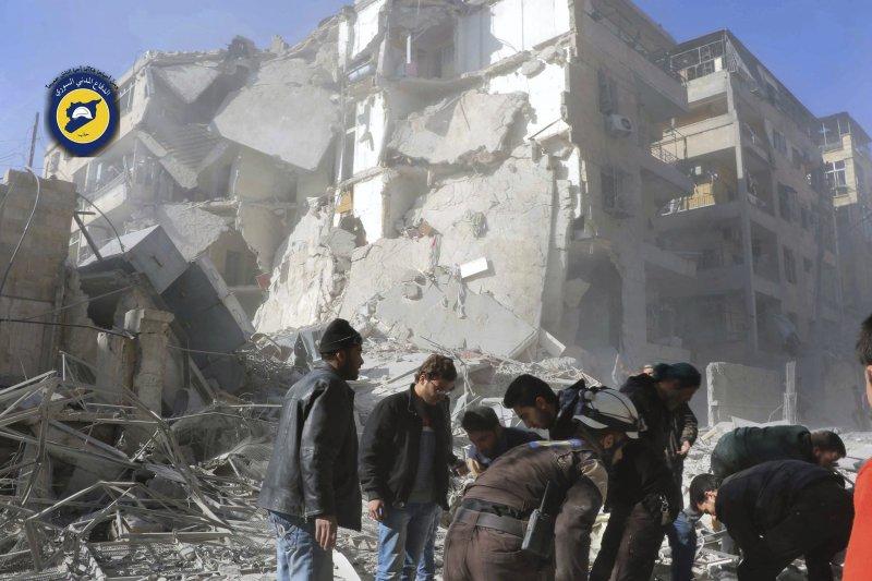 遭到不斷空襲,只剩斷垣殘壁的阿勒坡。(美聯社)