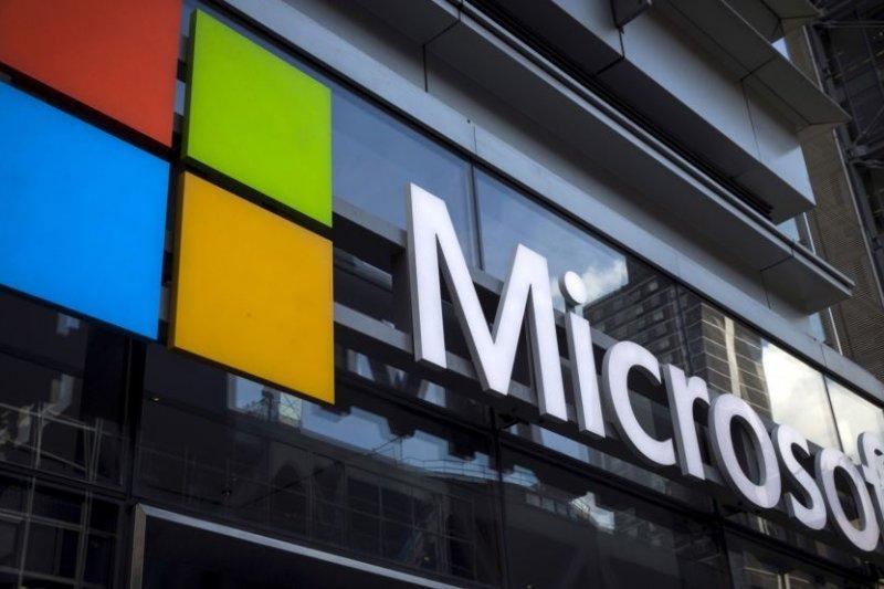 紐約一棟辦公大樓上的微軟公司標誌。(資料照/圖取自美國之音)