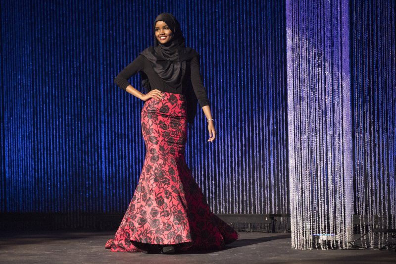 19歲索馬利亞裔少女阿里瑪以穆斯林裝扮摘下明尼蘇達小姐后冠(美聯社)