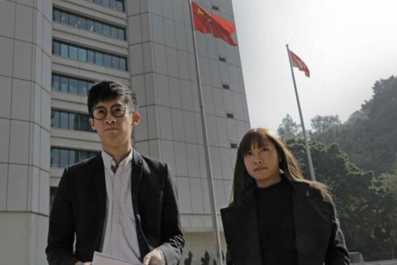 香港宣示風波游蕙禎(右)與梁頌恆(左)表明將上訴到底。(圖取自BBC中文網)