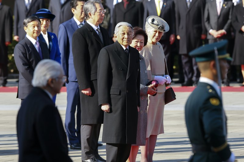 日本明仁天皇高齡80多歲,已數次表達生前退位意願。(美聯社)