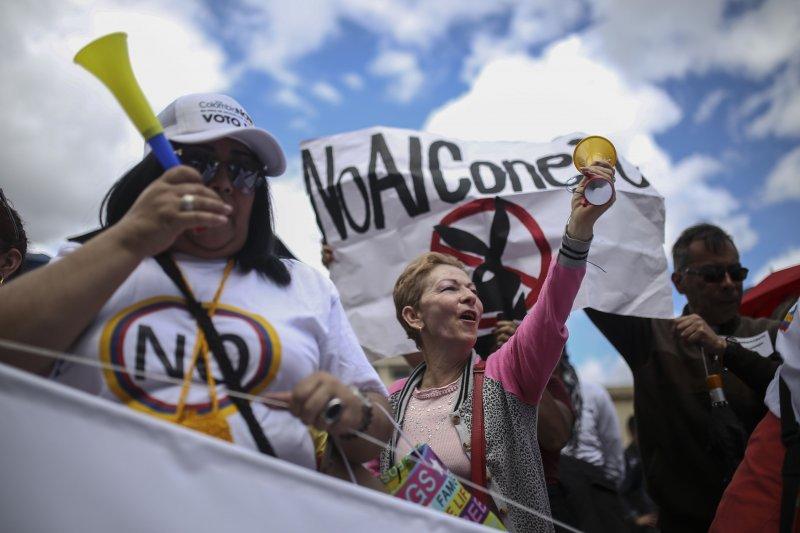 哥倫比亞民眾抗議政府與FARC達成新和平協議(美聯社)