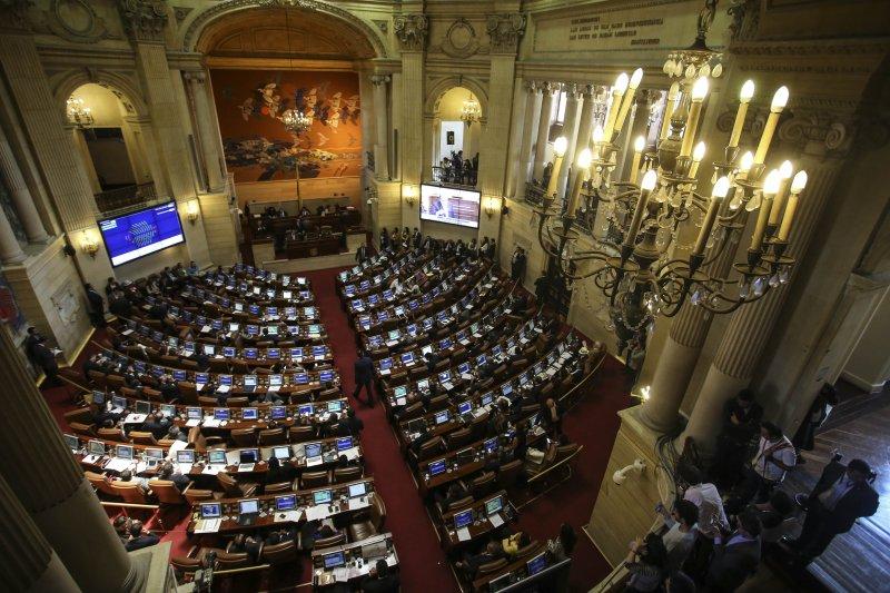 哥倫比亞國會壓倒性通過與FARC的新和平協議(美聯社)