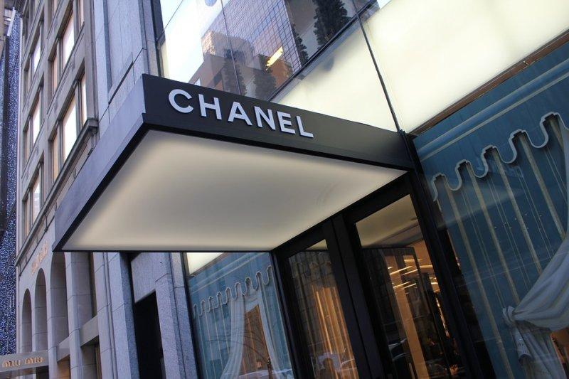 香水製造商香奈兒公司(Chanel)對法國高速鐵路計畫表達不滿,聲稱這項計畫威脅其用來製作經典香奈兒5號香水的花卉。(圖/ErikaB@pixabay)
