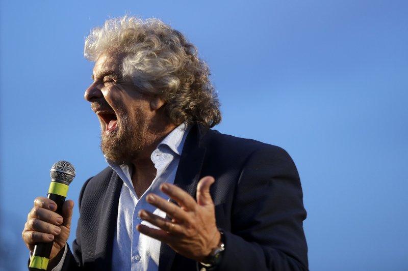 義大利修憲公投登場,五星運動黨黨魁格里羅(Beppe Grillo)帶頭反對修憲(美聯社)