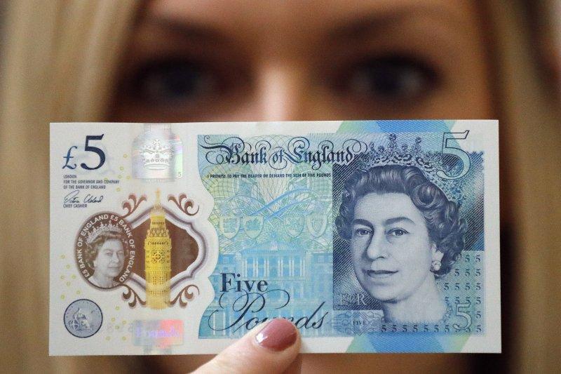 英國新版5英鎊鈔票含有牛脂,引發爭議(AP)