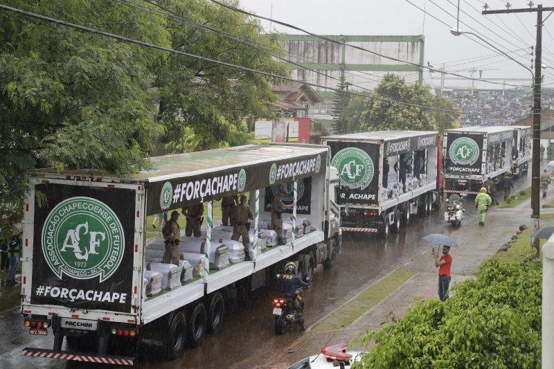 巴西甲級足球聯賽球隊「查比高恩斯隊」(Chapecoense)遭遇空難,震驚全球體壇(AP)