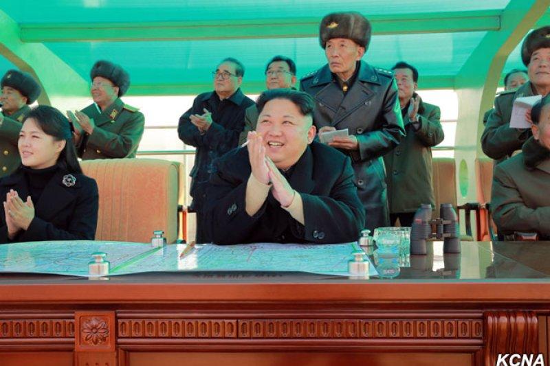 金正恩的妻子李雪主(左)在神隱9個月後,終於在北韓官媒現身。
